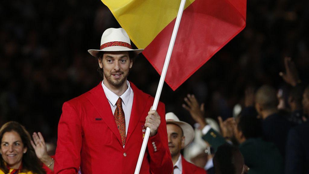 Pau Gasol, orgulloso con la banda española en el desfile inaugural de Londres 2012