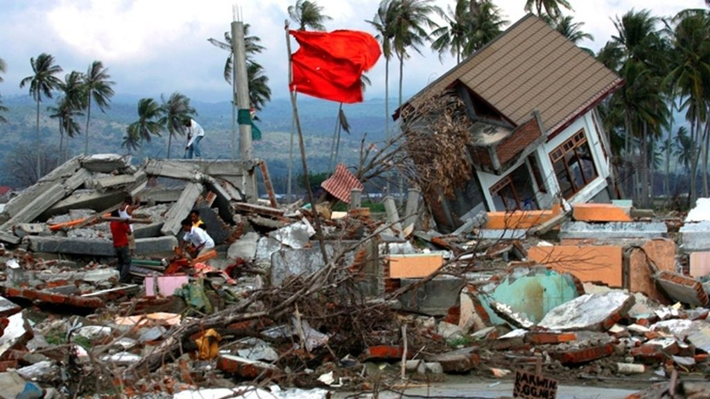 Más de cien muertos y quinientos heridos por un tsunami en Indonesia