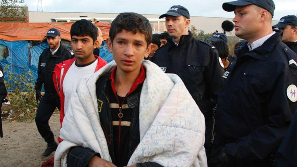 Un menor desalojado de Calais