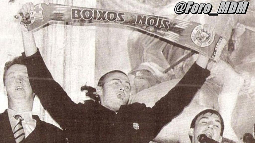 Luis Enrique celebra un título con la bufanda de los 'Boixos Nois'