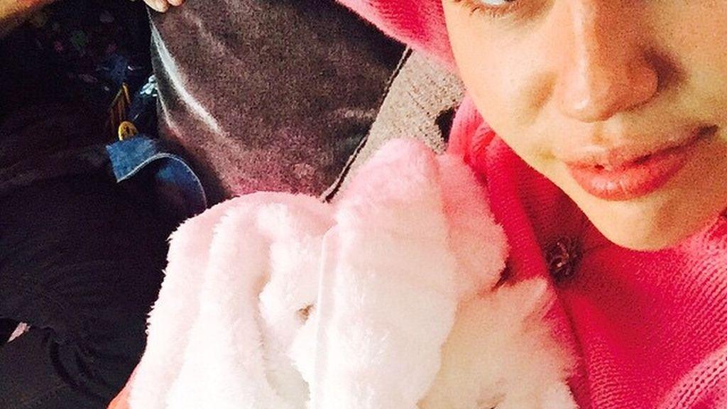 Miley Cyrus presenta a su gato