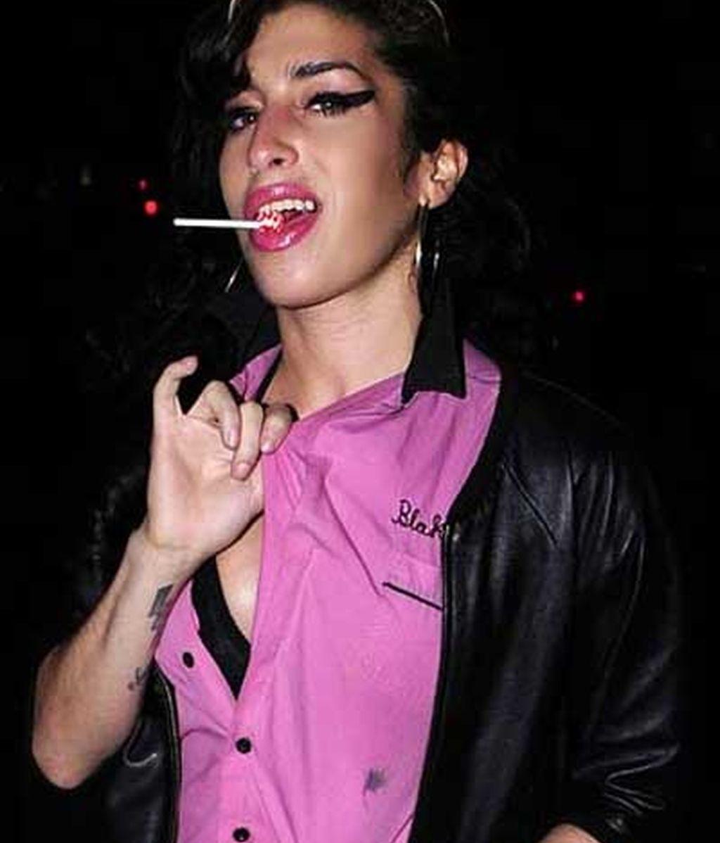 Amy, con su chupa-chups