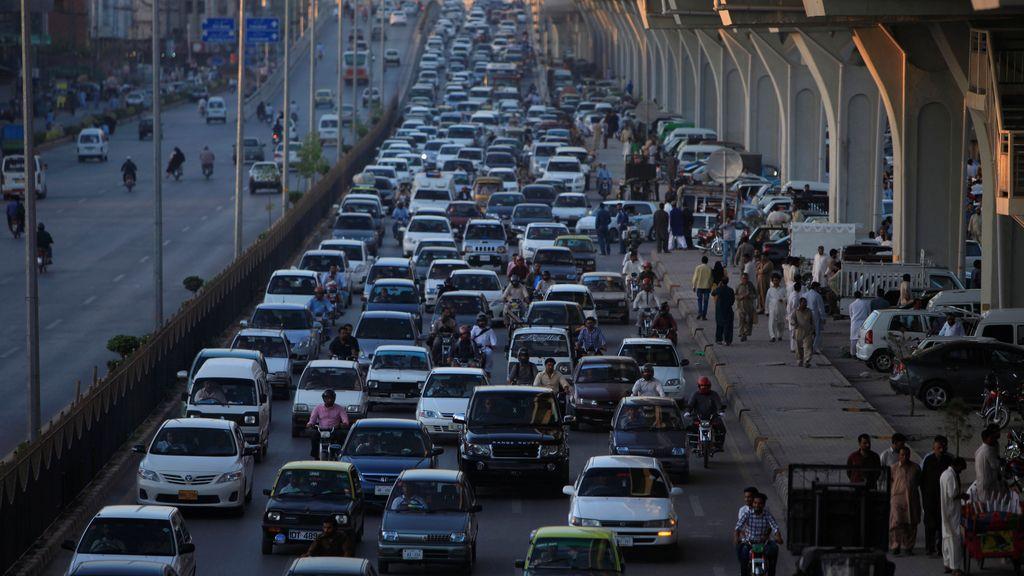 Gran atasco en las calles de Rawalpindi