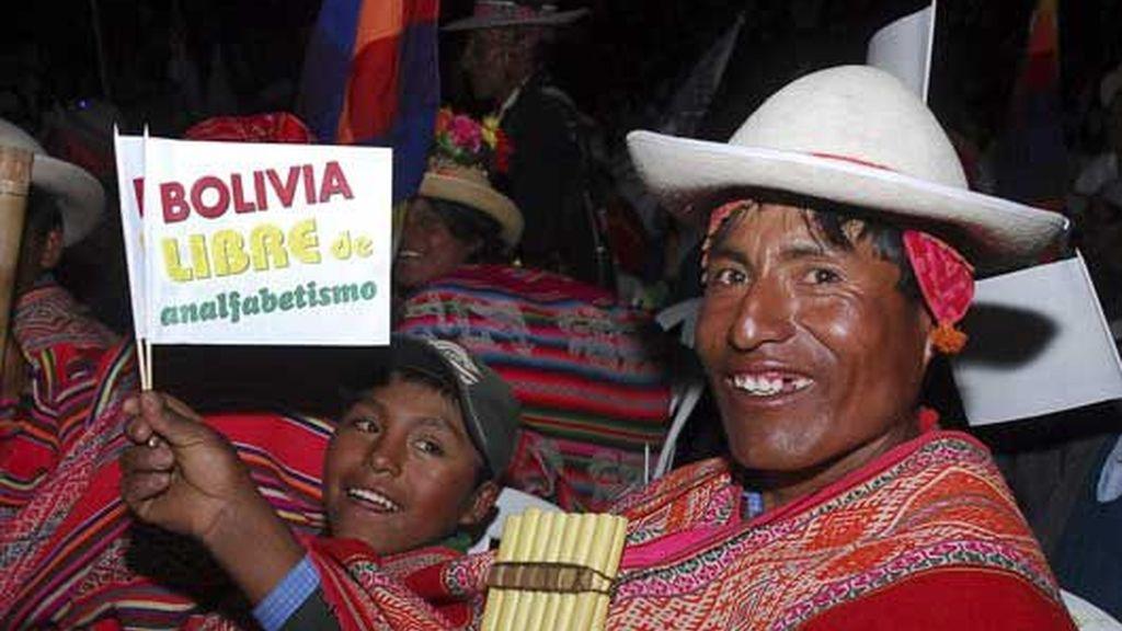 Bolivia se proclama libre de analfabetismo