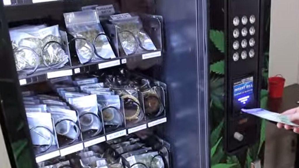 Canadá instala máquinas expendedoras de marihuana