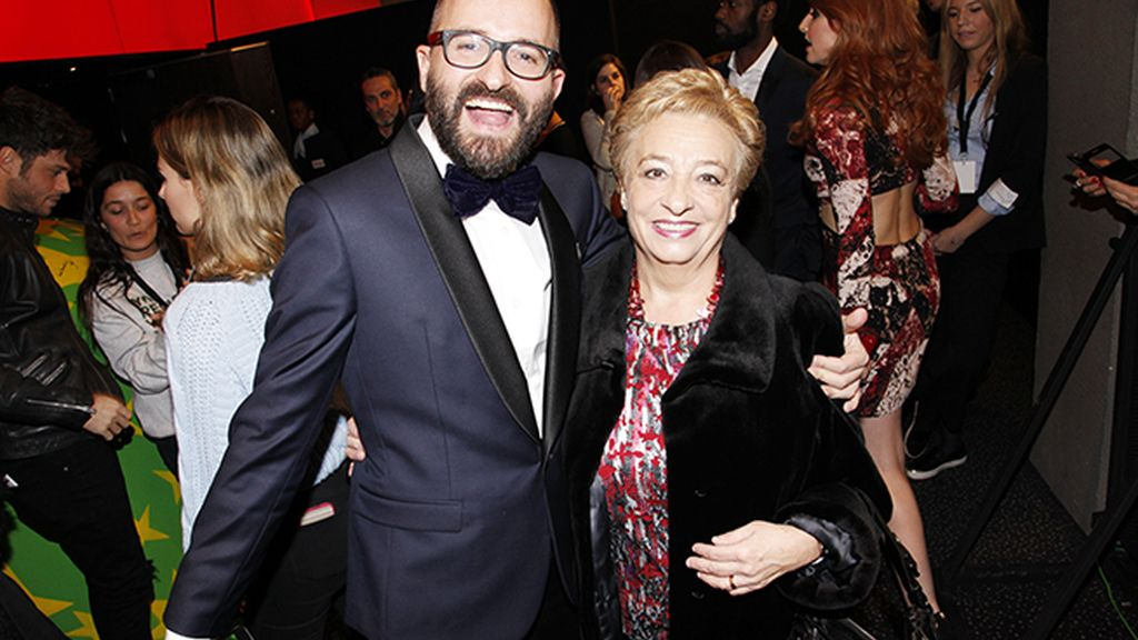 Fernando González Molina, director de la película, presumiendo de madre