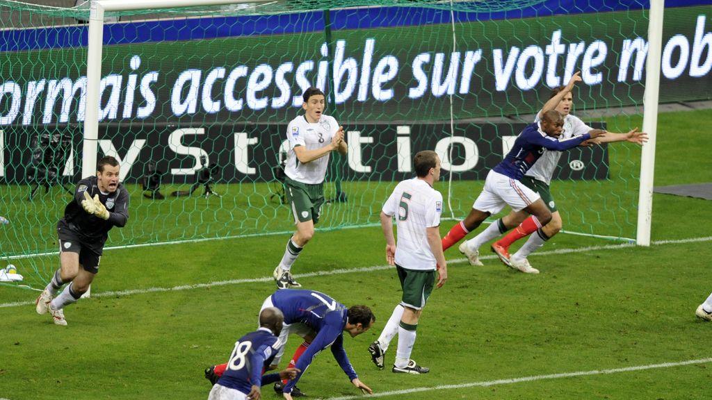 El polémico gol que clasificó a Francia para el mundial de Sudáfrica