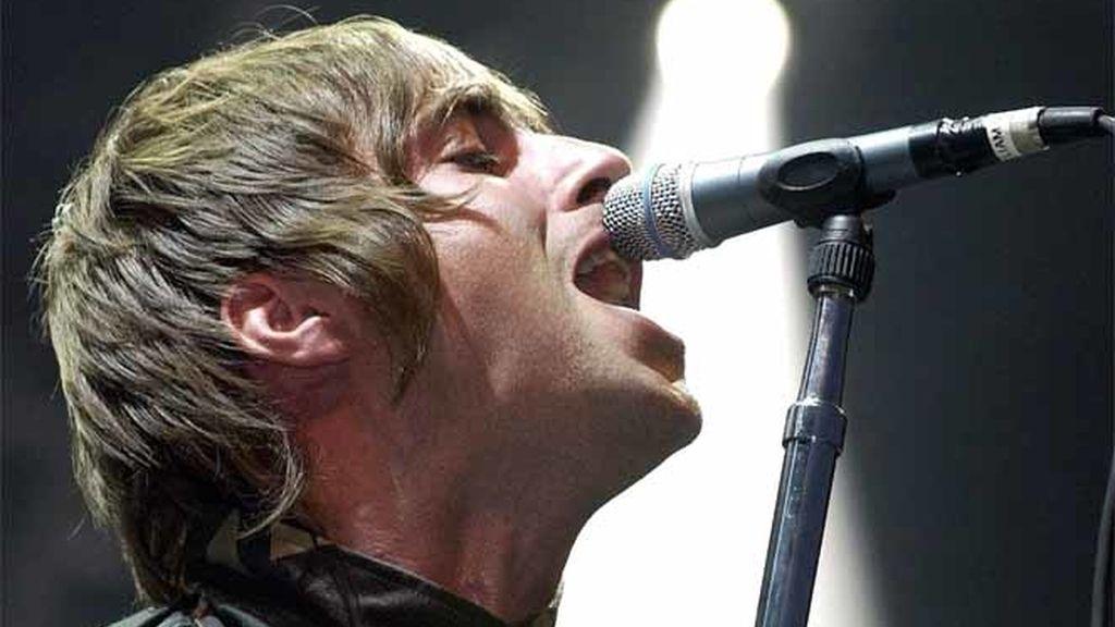 """Liam Gallagher vocalista del grupo de rock británico """"Oasis"""" en el 'Gurtenfestival' de Berna, Suiza."""