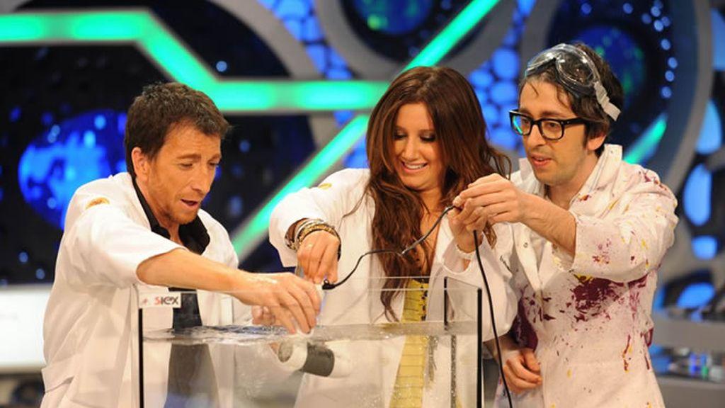 Ashley Tisdale participó en la Ciencia con Flipy y Pablo