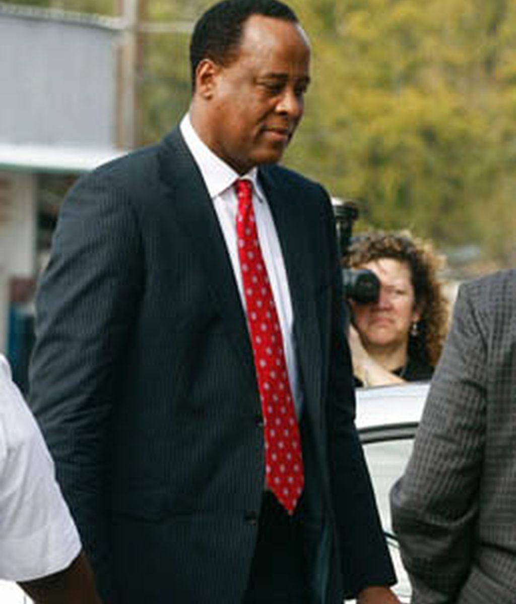 El medico personal de Michael Jackson, acusado de homicidio involuntario por su muerte
