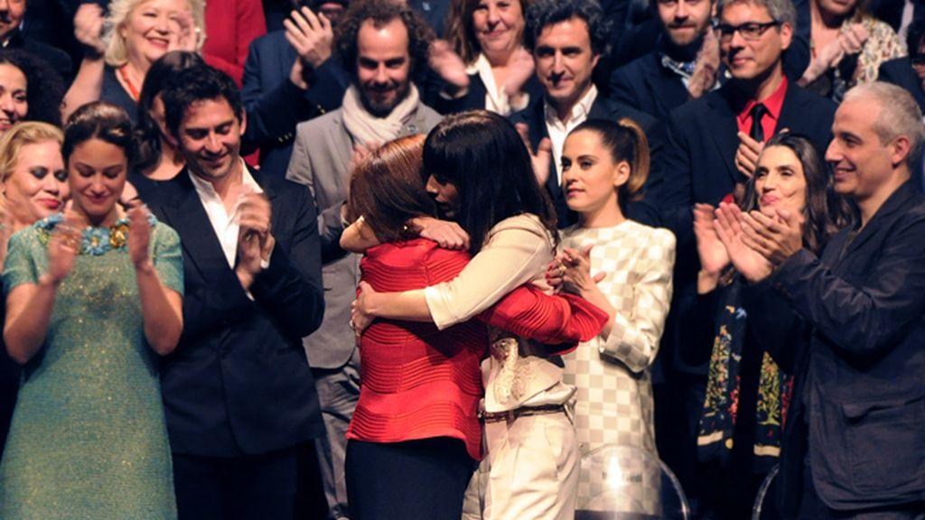 Concha Velasco y Maribel Verdú, dos generaciones de nuestro cine fundidas en un emotivo abrazo