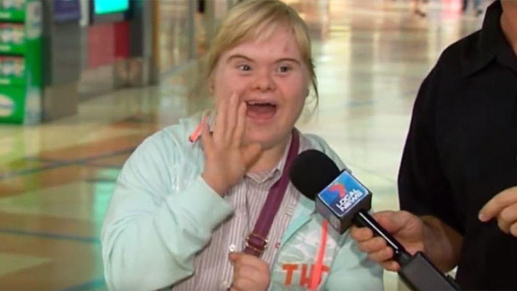 El tierno saludo a la cámara de una chica 'down' que ha dado la vuelta al mundo