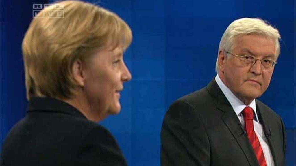El líder del Partido Socialdemócrata en el debate televisivo contra la canciller Ángela Merkel