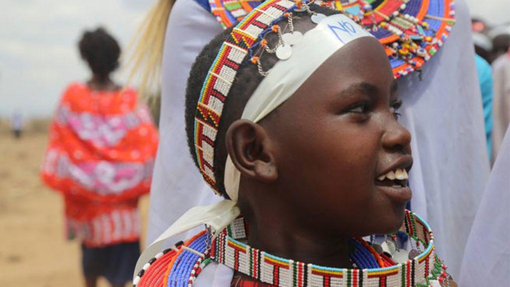 La mutilación genital femenina es sustituida por un corte de pelo en una comunidad keniata