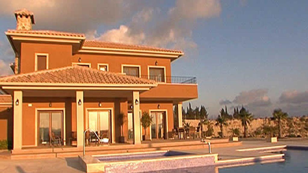 Una majestuosa casa soleada
