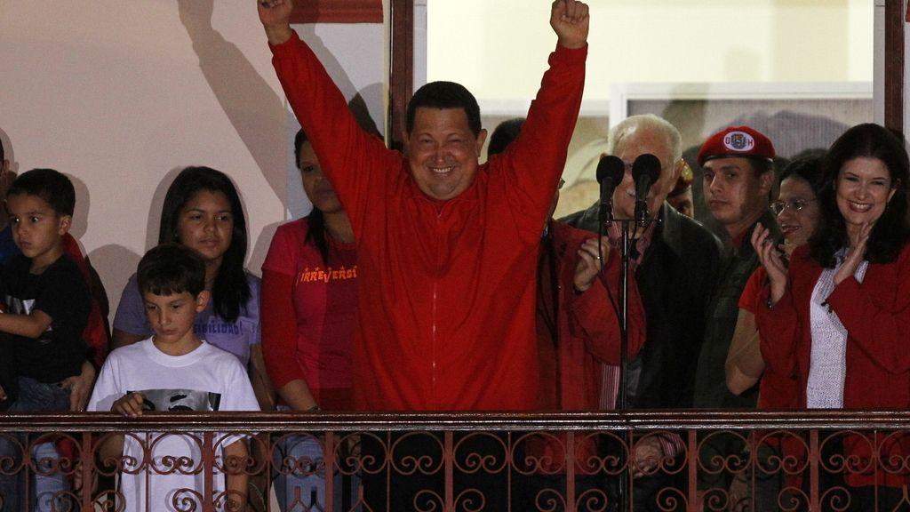 Hugo Chávez gana las elecciones por cuarta vez