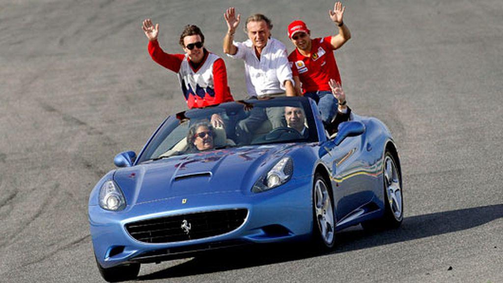 Alonso, Montezemolo y Massa han terminado la vuelta en un Ferrari conducido por Camp. Foto: EFE