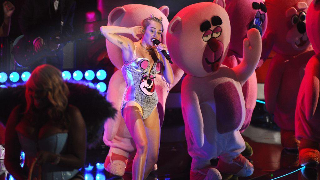 Miley Cyrus, muy sensual en el escenario
