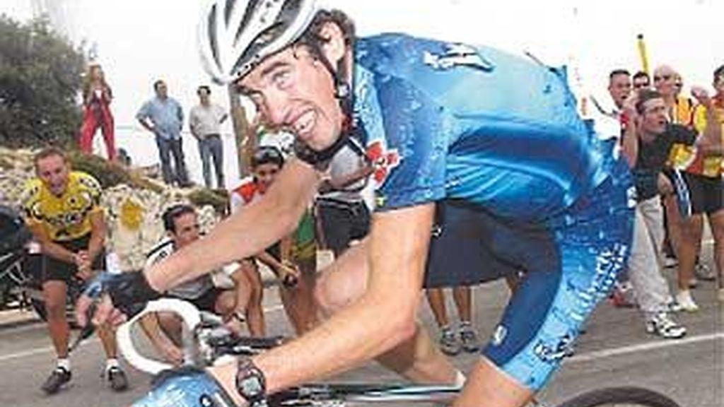 El exciclista Isidro Nozal, herido grave en un choque frontal en Cantabria