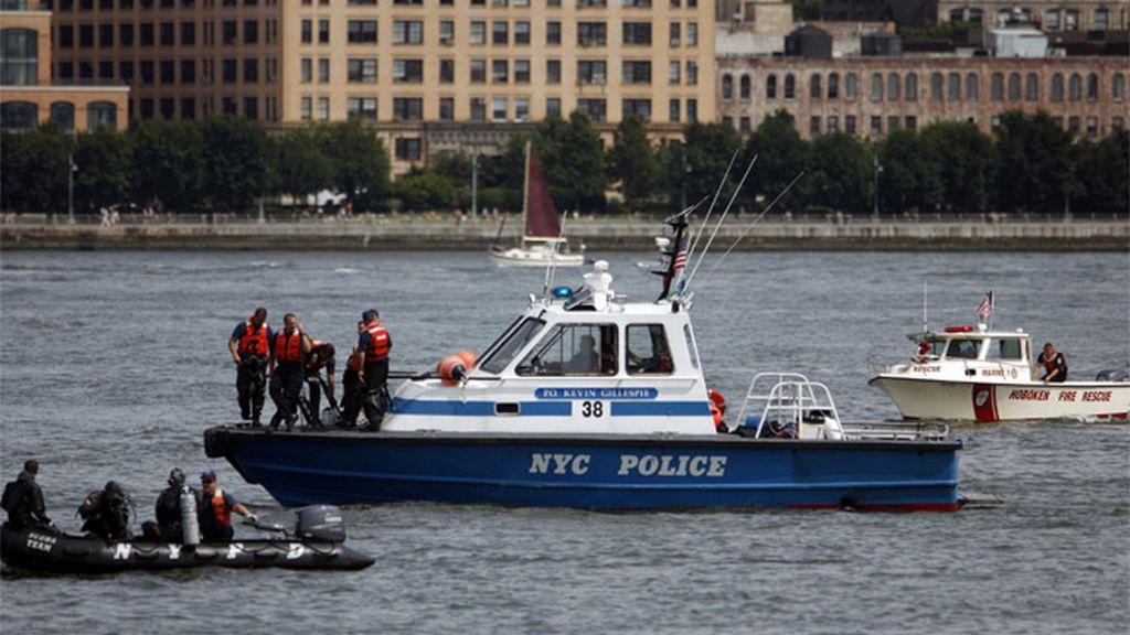 Labores de rescate en el río Hudson