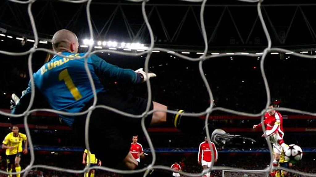 Cesc marca a Valdés