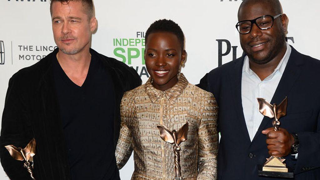 Lupita Nyong'o, galardonada junto al equipo de 'Doce años de esclavitud'