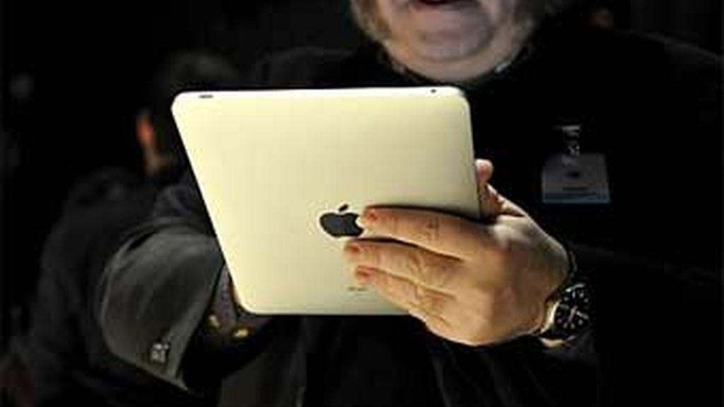 El próximo sábado 3 de abril las tiendas de EEUU se llenarán de iPad, aunque la compañía ya ha advertido de que sólo aquellos que hicieron el pedido antes del 27 de marzo recibirán su iPad ese día-el resto tendrá que esperar unos diez días más. Foto AP