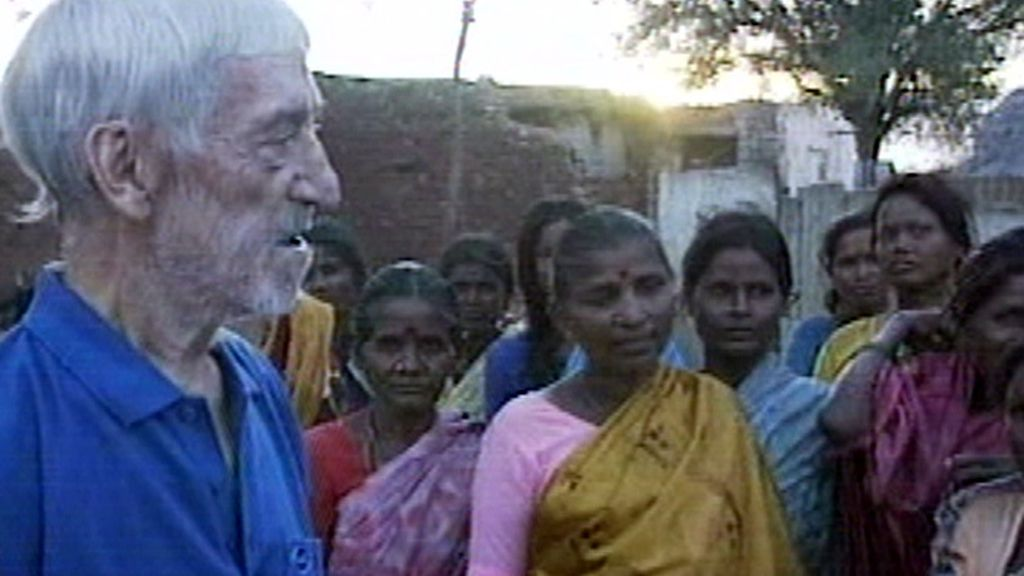 Vicente Ferrer junto a ciudadanas indias