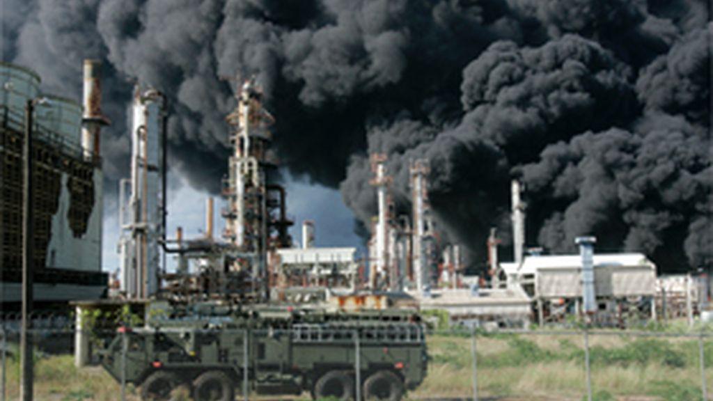 Incendio en refinería de Puerto Rico.