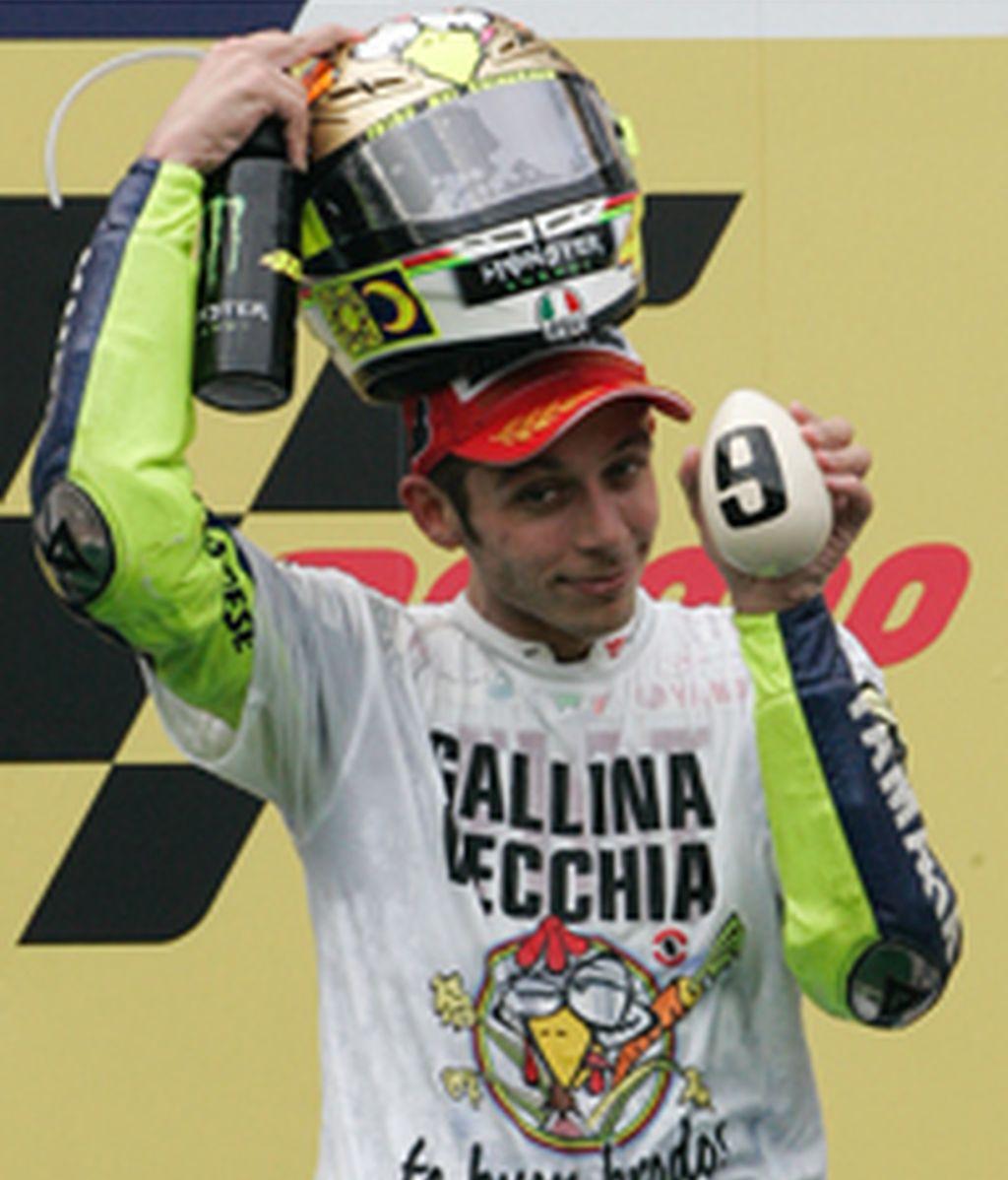 Valentino Rossi celebrando su noveno título mundial