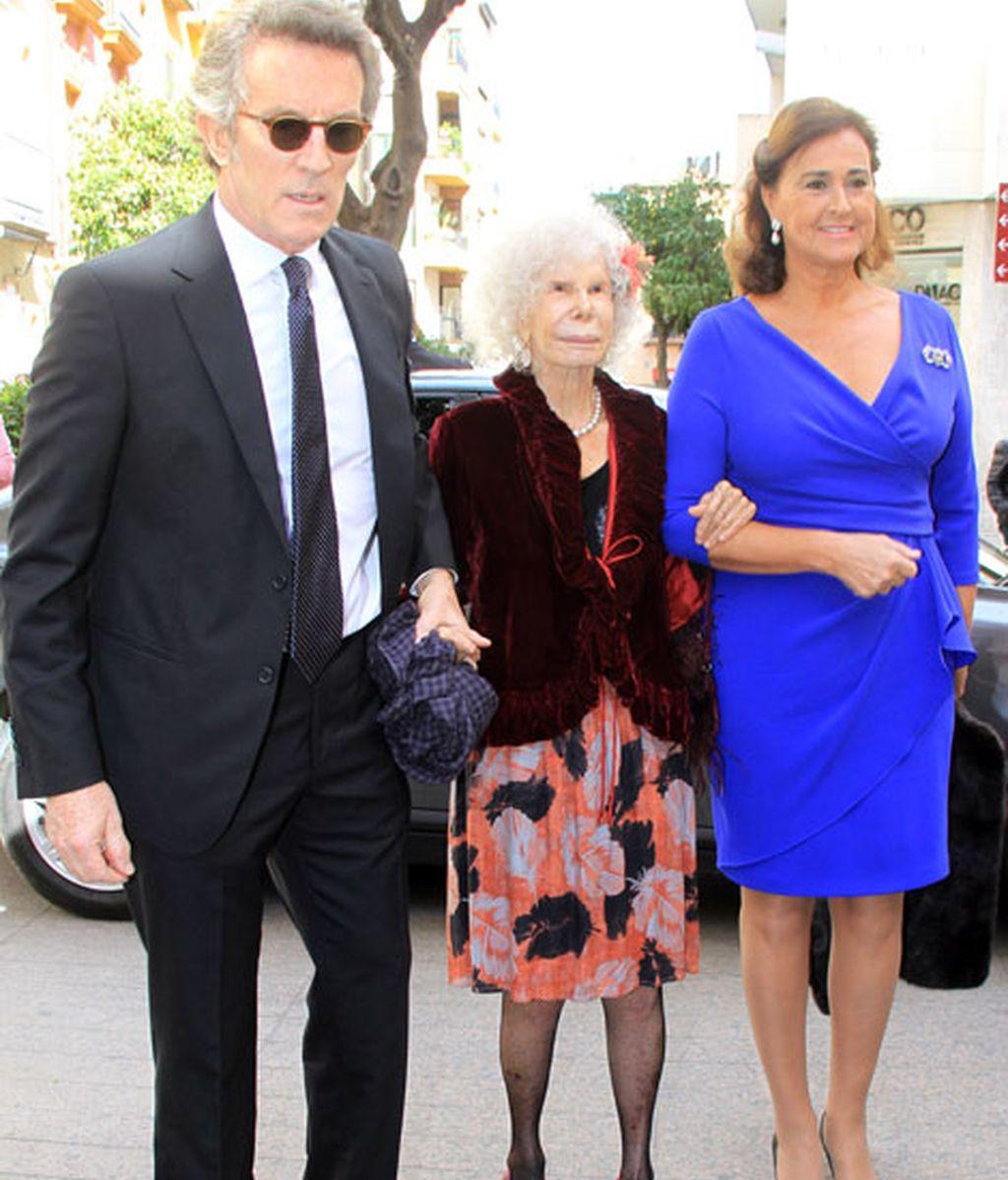 La Duquesa de Alba acudió junto a Alfonso Díez y a Carmen Tello