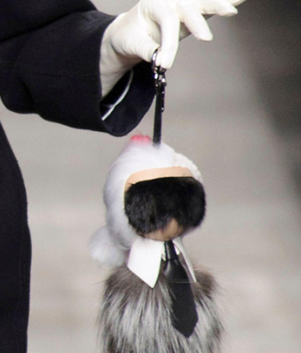 Karlito, un 'charm' de Fendi para el bolso, convertido en 'hit' del invierno