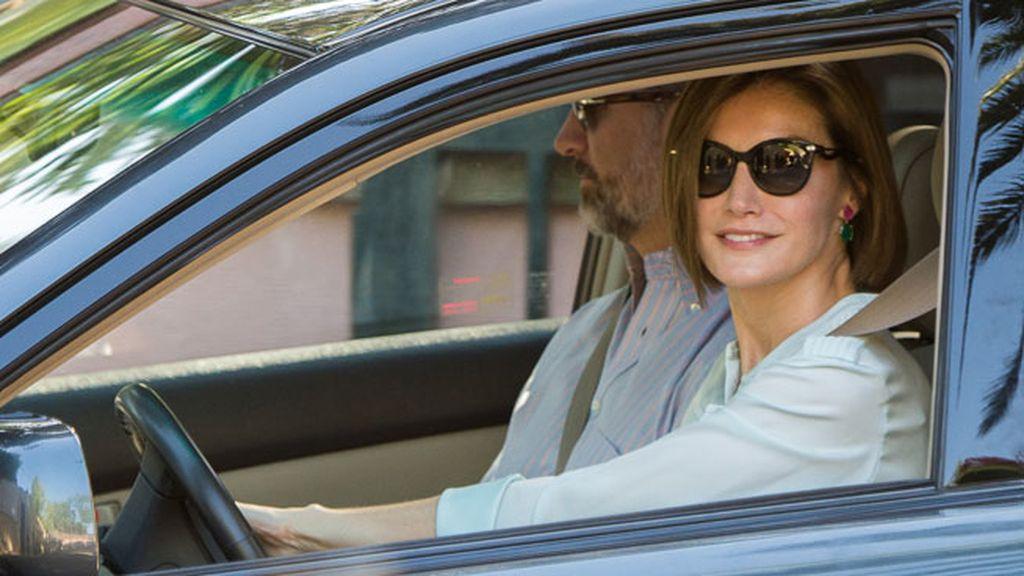 La reina acudió a la ceremonia posterior en casa de la Infanta Pilar conduciendo