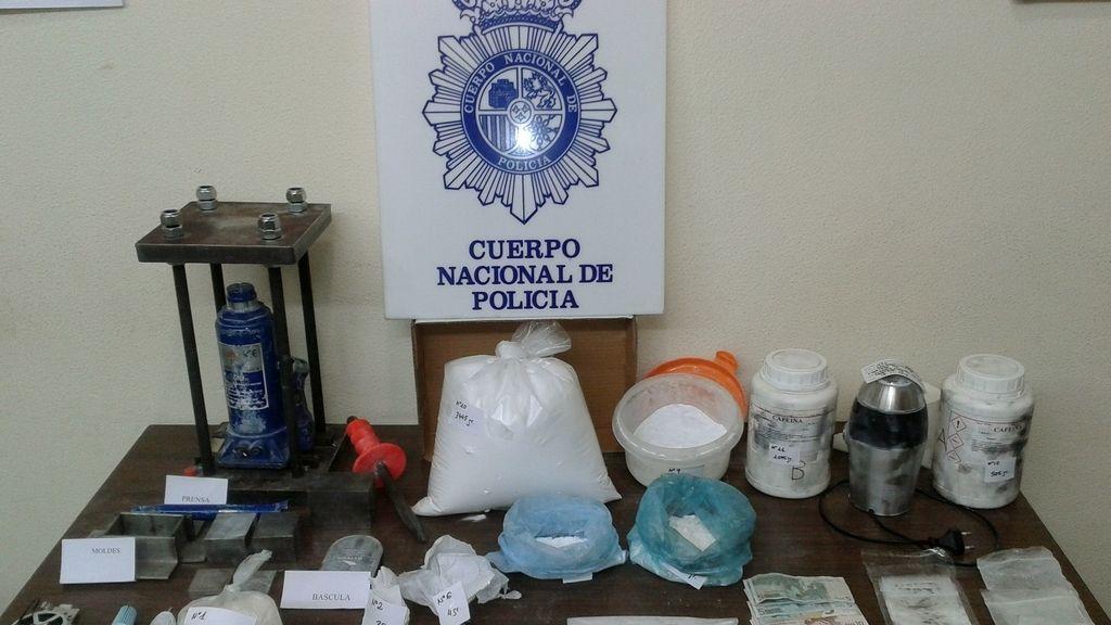 Material incautado a un matrimonio que usaba a su bebé para vender cocaina