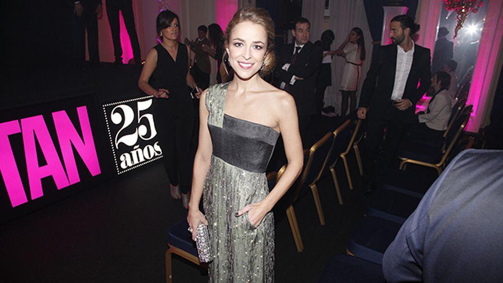 Silvia Abascal también quiso felicitar a la revista Cosmopolitan en su 25 cumpleaños