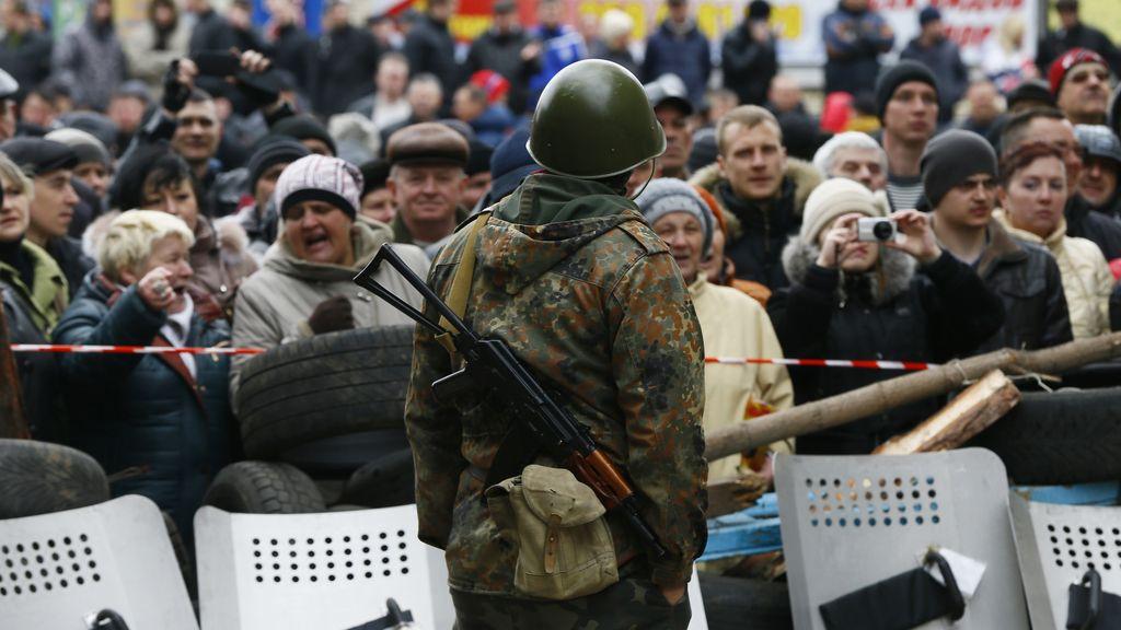 Un grupo de hombres armados toma el control de un edificio de la Policía en el este de Ucrania