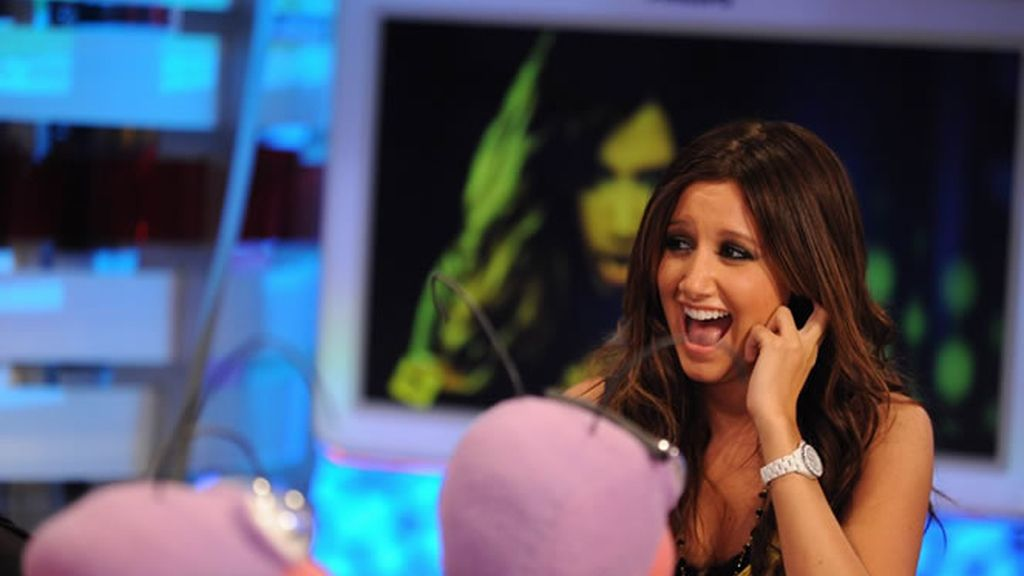 Ashley Tisdale lució sonrisa durante todo el programa