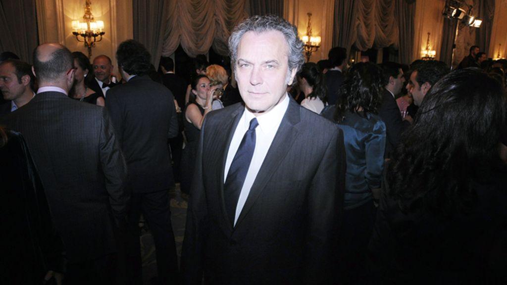 José Coronado fue el encargado de entregar el premio de Hombre Cosmopolitan a Álex González