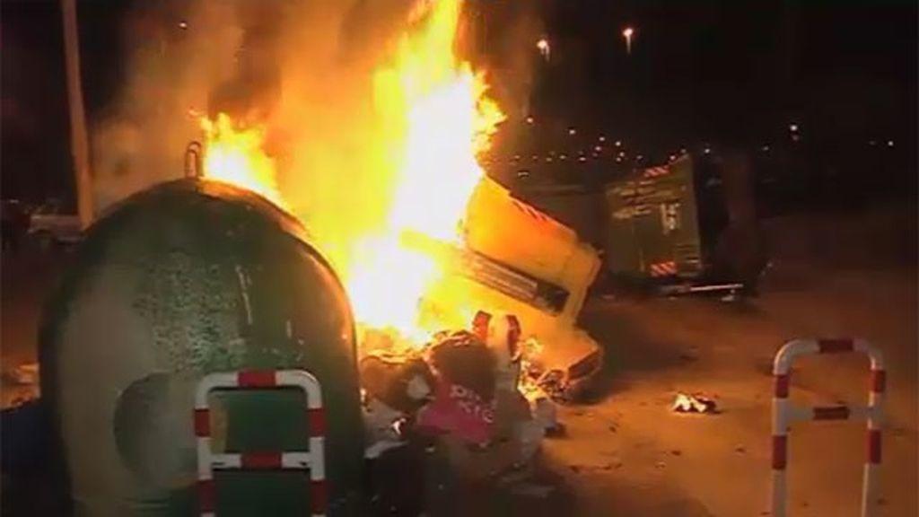Contenedores ardiendo en Jerez