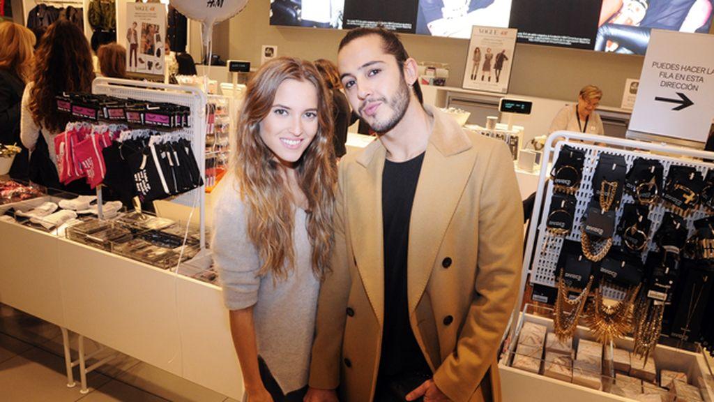 Ana Fernández junto Gabriel Llano