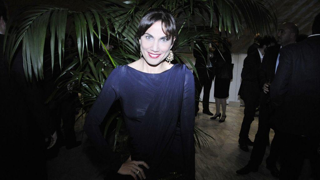 Toni Acosta, de las más elegantes con vestido de Colour Nude