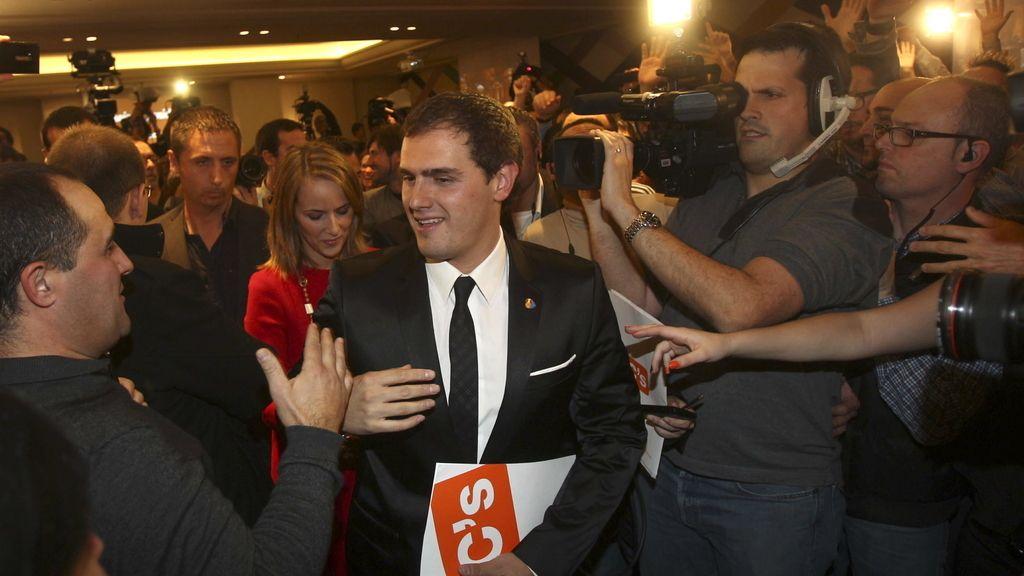 Albert Rivera llega a la comparecencia para volorar los resultados electorales