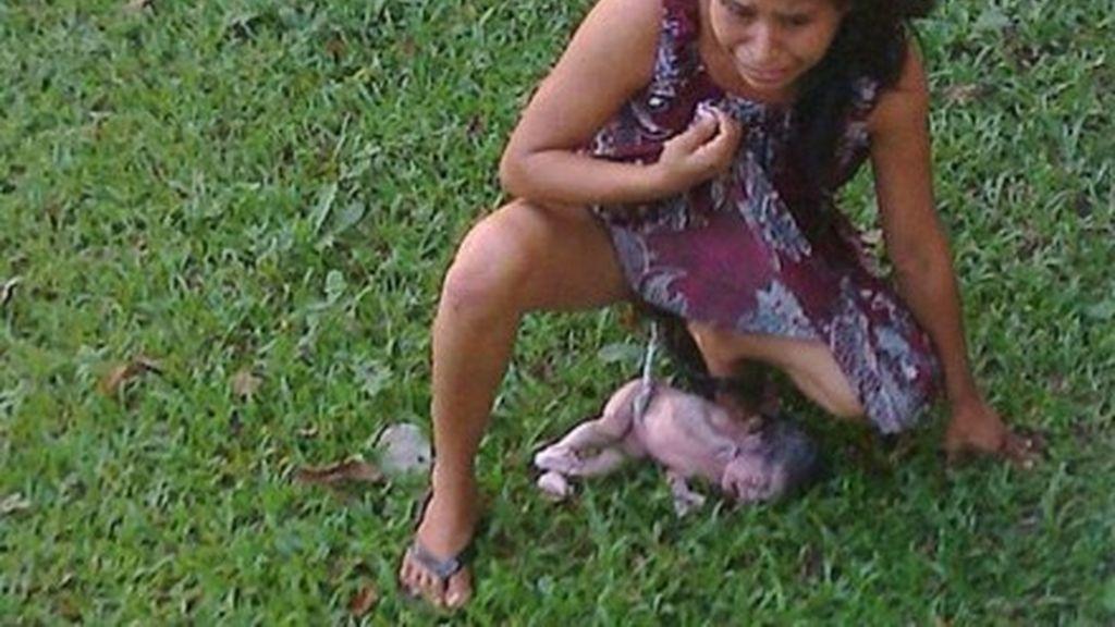 Obligada a dar a luz en la calle