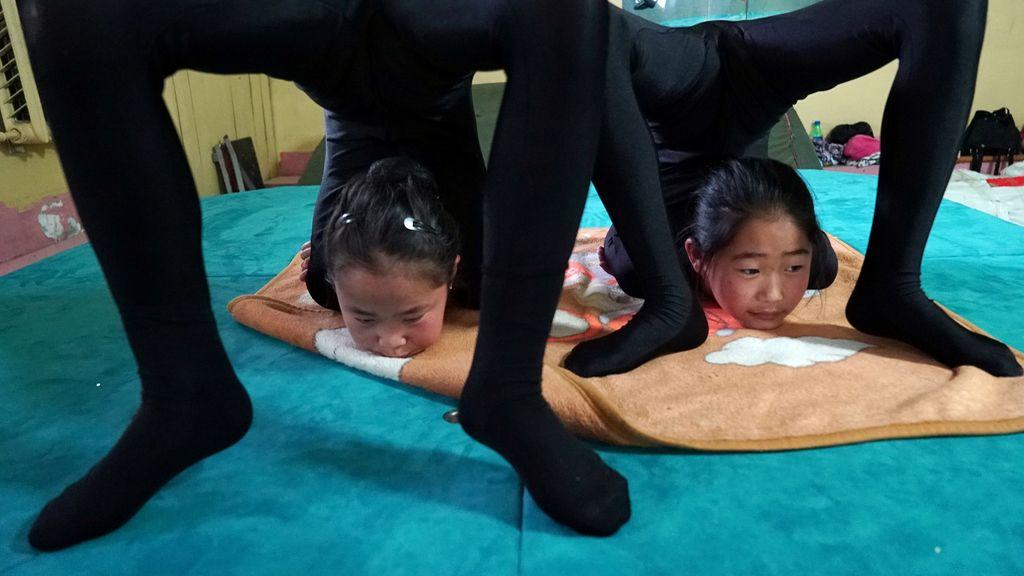 El contorsionismo se aprende de pequeño