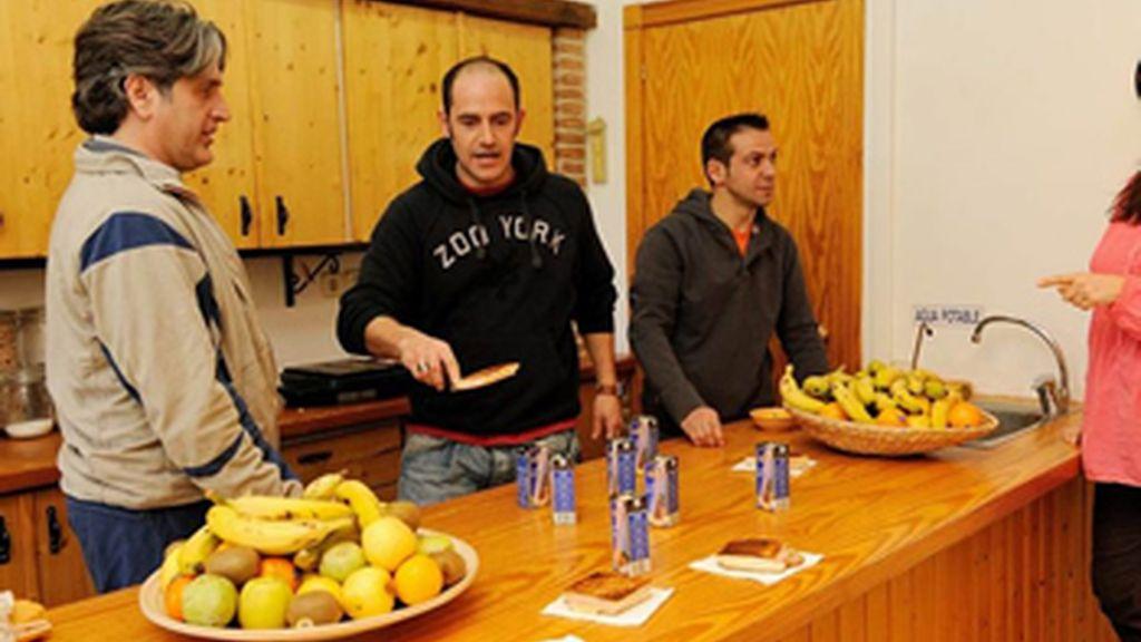 Los participantes de Soy Adicto en la cocina