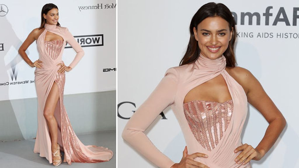 Irina Shayk lució un Versace en rosa pastel