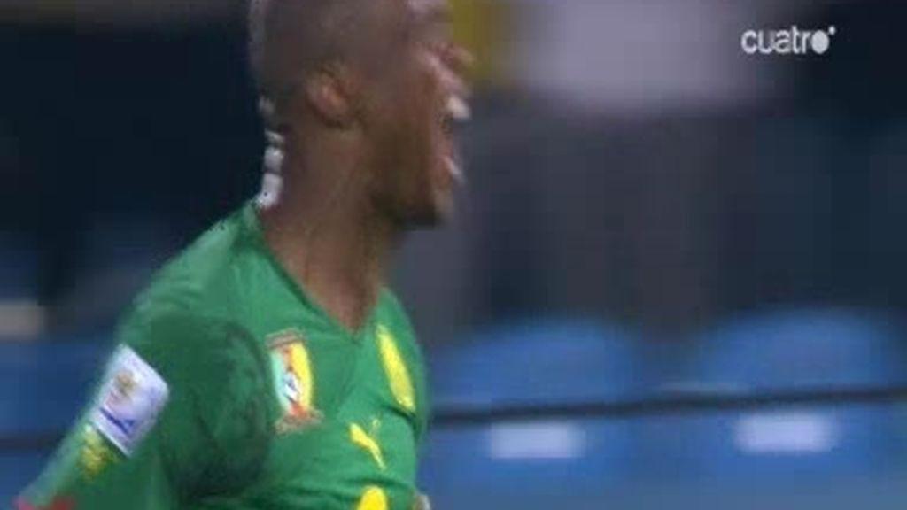Samuel Eto'o marca el primero para Camerún