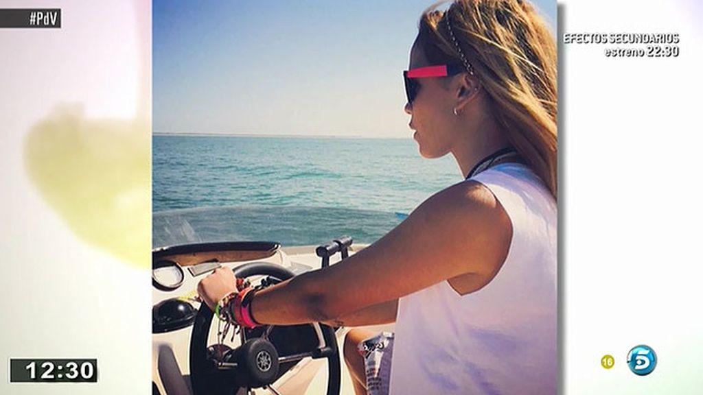 La hija de Ortega disfruto de una jornada en barco con sus amigos