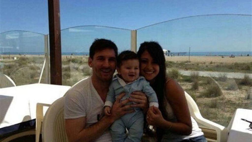 Leo Messi por fín presenta a su hijo en público