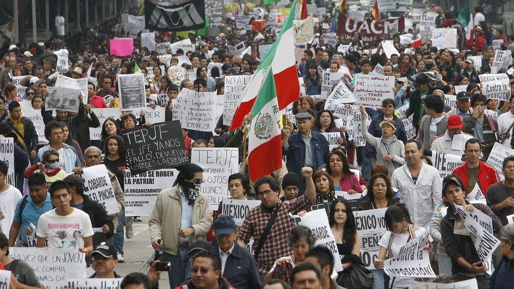 Más de 4.000 personas se manifiestan en la capital contra el presidente Peña Nieto